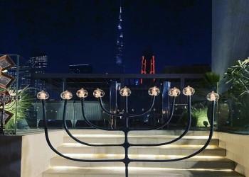 احتفاء إسرائيلي بإشعال شمعدان اليهود أمام برج خليفة