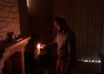 سفارة إسرائيل تشعل شموع عيد حانوكا في القاهرة