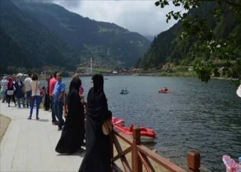 تركيا تسعى لزيادة إيرادات السياحة إلى 40 مليار دولار في 2020