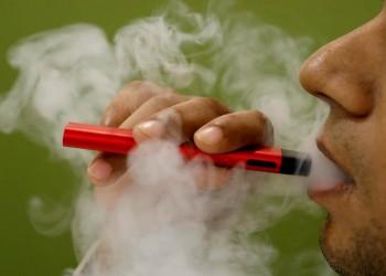 الجمع بين السجائر العادية والإلكترونية يضاعف خطر الإصابة بالجلطة