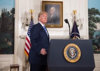 الجارديان: ترامب ينسحب الآن لكن لعبة الدجاجة مع إيران لم تنته بعد