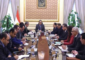 مصر تبحث تحويل دعم المواطنين العيني إلى نقدي