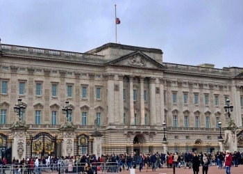 بريطانيا تنكس أعلامها حدادا على سلطان عمان