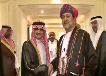 الوليد بن طلال ينشر لقطات تجمعه بسلطاني عمان قابوس وهيثم