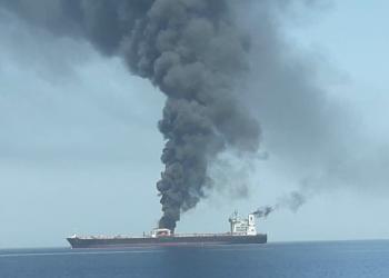 اندلاع حريق في سفينة قبالة سواحل دبي