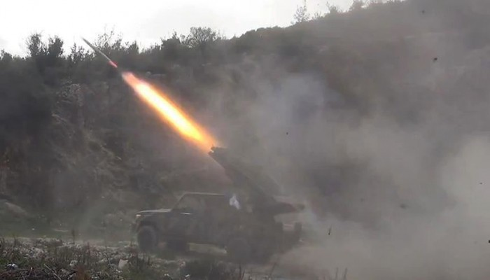 مقتل 32 في قصف استهدف معسكرا للجيش اليمني بمأرب