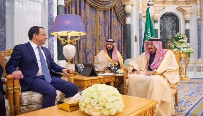 العاهل السعودي يستقبل وزير خارجية قبرص اليونانية