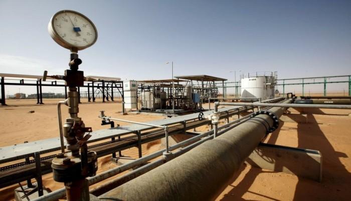 حقول النفط في جنوب ليبيا مهددة بالإغلاق بعد توقف خط أنابيب