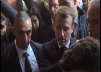 ماكرون يطرد شرطيا إسرائيليا من كنيسة بالقدس المحتلة (فيديو)