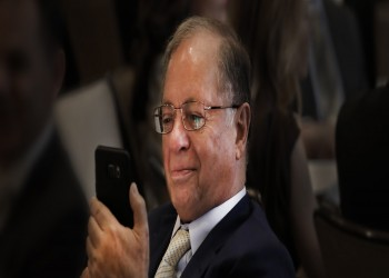 بعد بيزوس.. ملياردير أمريكي يتهم هيئة إماراتية باختراق هاتفه