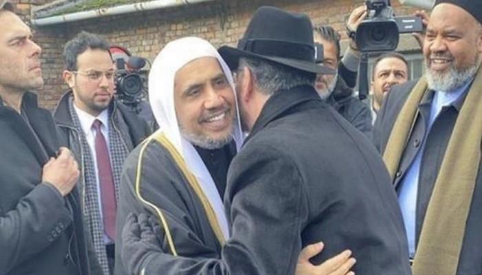 احتفاء إسرائيلي بزيارة وزير سعودي سابق لمعسكر الهولوكوست