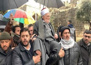 شاهد.. خطيب الأقصى يكسر قرار الاحتلال بإبعاده عن المسجد