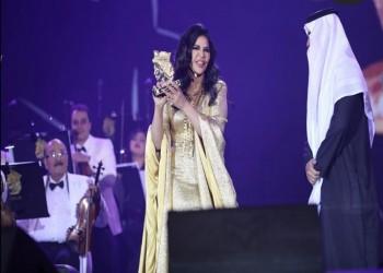 الترفيه السعودية تكرم المغنية أحلام الشامسي بدرع من الذهب (فيديو)