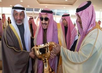 الملك سلمان يتوج الفائزين في مهرجان الإبل (فيديو)