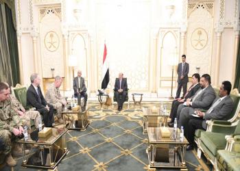 هادي يبحث مع قائد القيادة المركزية الأمريكية تدخلات إيران