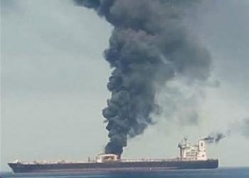 اشتعال النيران بناقلة نفط قبالة ساحل الإمارات (فيديو)