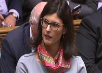 وزير بريطاني يرد بعدوانية على نائبة من أصل فلسطيني