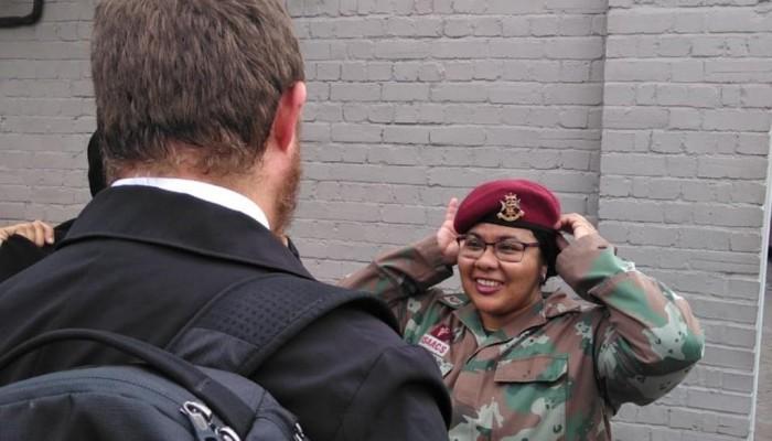 مسلمة بجيش جنوب أفريقيا تربح معركة قضائية لارتداء الحجاب