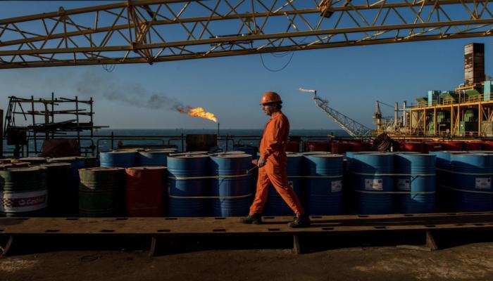 أوبك وحلفاؤها يدرسون خفض إنتاج النفط 500 ألف برميل إضافية