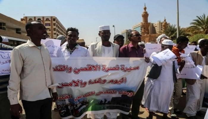 احتجاجات غاضبة في الخرطوم ترفض لقاء البرهان ونتنياهو (فيديو)