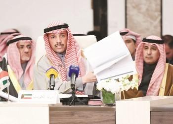 إعلاميان سعوديان يهاجمان الغانم لإلقائه صفقة القرن بالقمامة