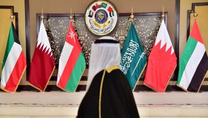 انهيار اقتصادي وشيك.. هل اقتربت نهاية الهيمنة الخليجية على الشرق الأوسط؟