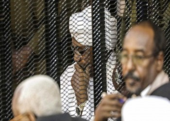 الحكومة السودانية توافق على تسليم البشير للجنائية الدولية