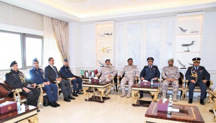 قطر وباكستان تبحثان تعزيز العلاقات العسكرية