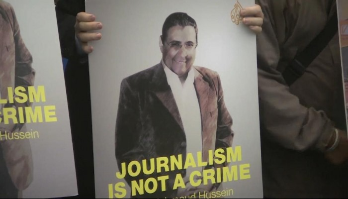 إعلاميون ينددون بتقرير العربية عن مراسل الجزيرة المعتقل بمصر
