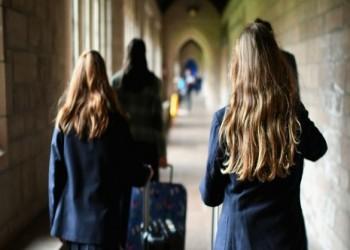 الفتيات أصبحن يصلن للبلوغ في سن أبكر من جيل السبعينيات