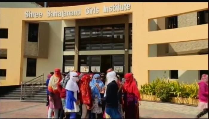 تحقيق في جامعة هندية بعد إجبار طالبات على التعري