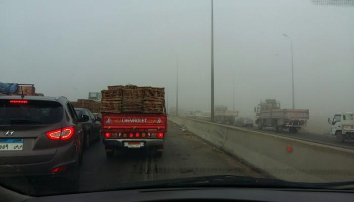 مصر تغلق 3 طرق رئيسية بسبب الضباب الكثيف
