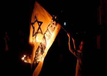 البحرين.. السجن 3 سنوات لمتظاهر أحرق علم إسرائيل