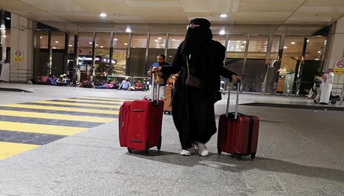 السعودية تبدأ تطبيق إلغاء تصريح السفر للنساء