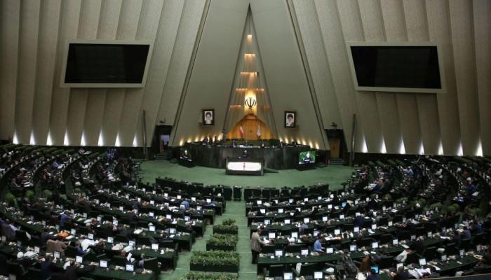 برلماني إيراني يعلن وفاة 50 شخصا بكورونا.. والصحة تنفي