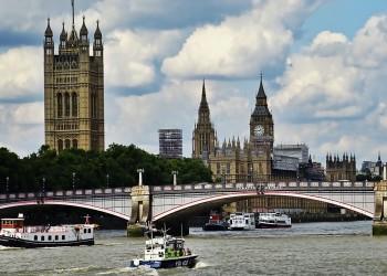 بريطانيا تطرد دبلوماسيين سعوديين بعد اتهامهما بـ3 قضايا