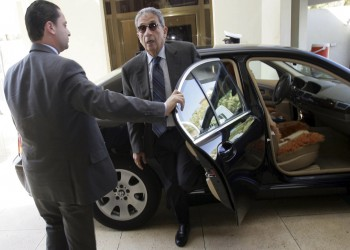 بين وفاة مرسي ومبارك.. ناشطون يستنكرون ازدواجية عمرو موسى