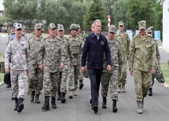 خلوصي أكار يتابع العمليات بإدلب من حدود سوريا