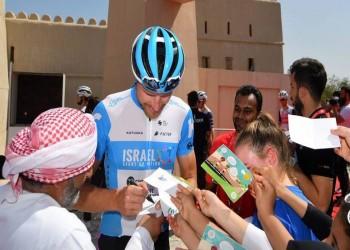 شاهد.. متسابق إسرائيلي في طواف الدراجات بدبي
