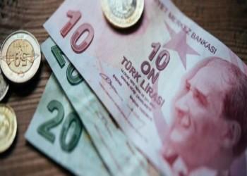 الليرة التركية تتراجع لأدنى مستوى في 17 شهرا