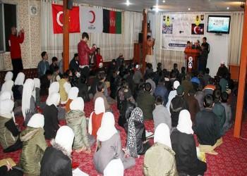 أيتام أفغان يتلون دعاء ختم القرآن على قتلى تركيا في إدلب