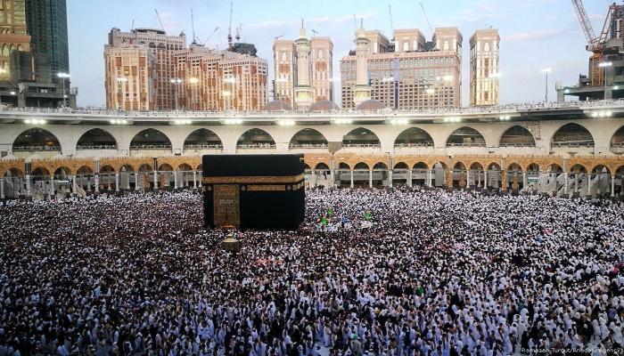 السعودية تمنع العمرة مؤقتا للمواطنين والمقيمين داخل المملكة بسبب كورونا