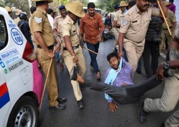 لماذا يتصاعد العنف ضد المسلمين المحتجين على قانون الجنسية في الهند؟