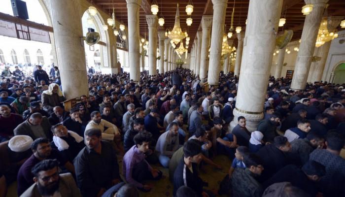 السيستاني يلغي صلاة الجمعة للمرة الأولى منذ 17 عاماً بسبب كورونا