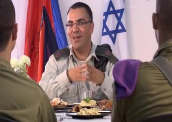 مغني بنت الجيران يحرج المتحدث العسكري للجيش الإسرائيلي