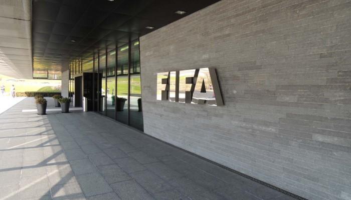الفيفا يوصي بتأجيل المباريات الدولية المقررة في مارس وأبريل