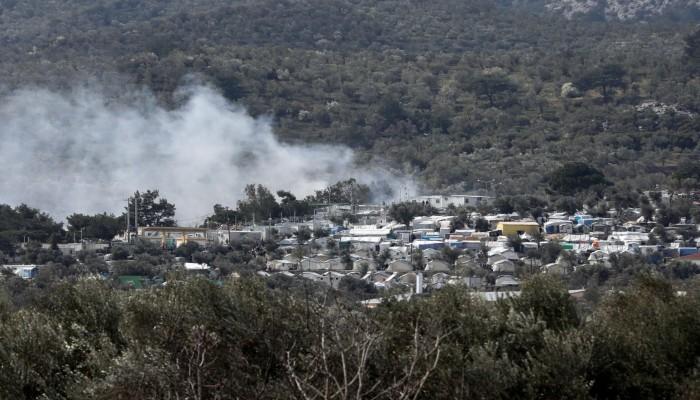 اندلاع حريق كبير في مخيم للاجئين في جزيرة ليسبوس اليونانية