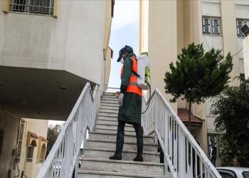 بعد وفاة حالتين.. دبي تعقم الشوارع لمنع انتشار كورونا