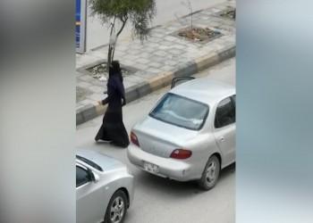 منتقبة أردنية تثير الجدل برقصها في الشارع وخرق حظر التجوال