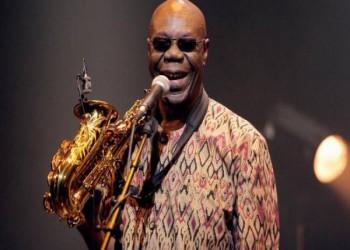 وفاة عازف الساكسفون الكاميروني مانو ديبانجو بكورونا في فرنسا